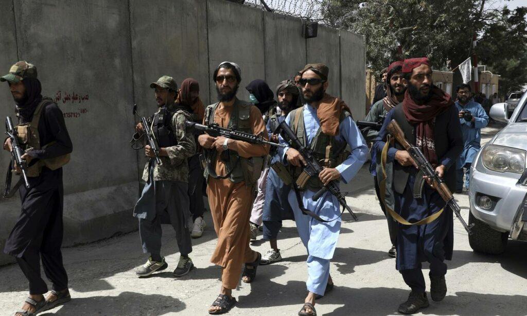 Αφγανιστάν: Ένοπλοι Ταλιμπάν χτυπούν πόρτες καλώντας τους Αφγανούς να γυρίσουν στις δουλειές τους