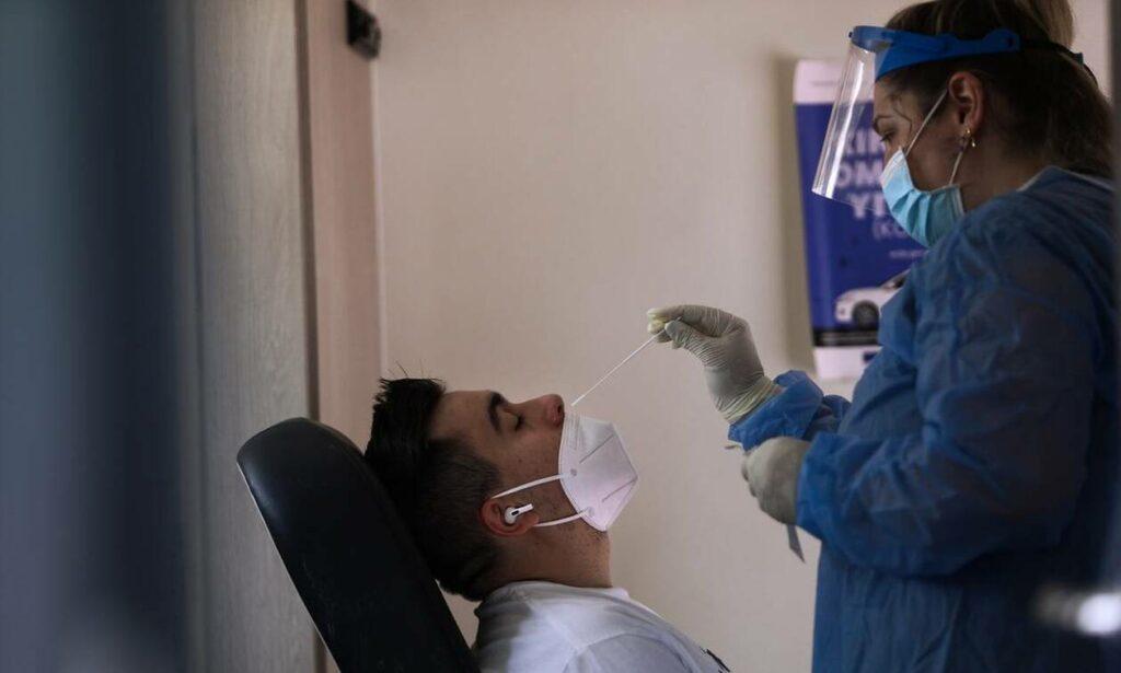 Είστε εμβολιασμένος και ήρθατε σε επαφή με κρούσμα; Τι πρέπει να κάνετε-Οι οδηγίες του CDC