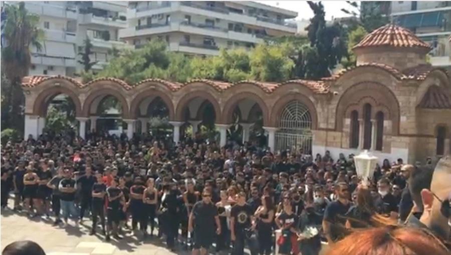 Mad Clip: Αυτή την ώρα η κηδεία του τράπερ-Συγκινητικές στιγμές
