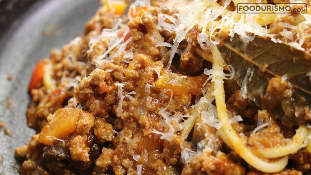Μακαρόνια με σούπερ σάλτσα κιμά