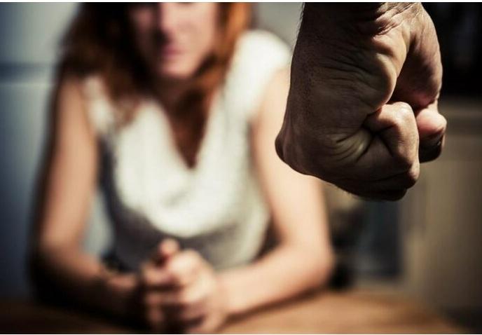 Φρίκη στη Ρόδο: Στο εδώλιο 57χρονος – Χτυπούσε τη σύζυγό του και προσπαθούσε να την εξαναγκάσει να έλθει σε σεξουαλική επαφή με ένα ροτβάιλερ!