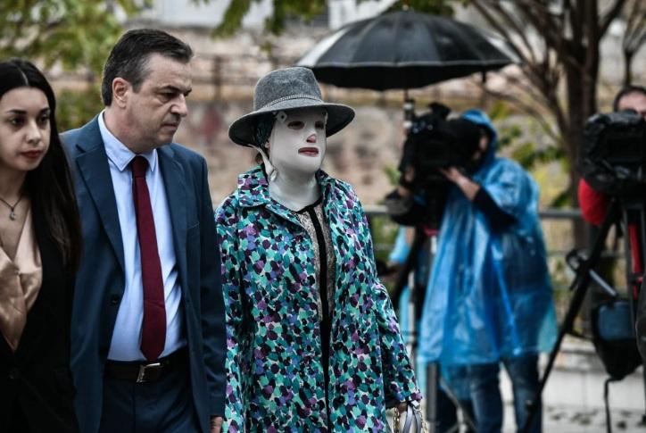 Δίκη για βιτριόλι: Στο δικαστήριο η κατηγορούμενη για την απολογία της – Πρώτη έφτασε η Ιωάννα για να πάρει απαντήσεις