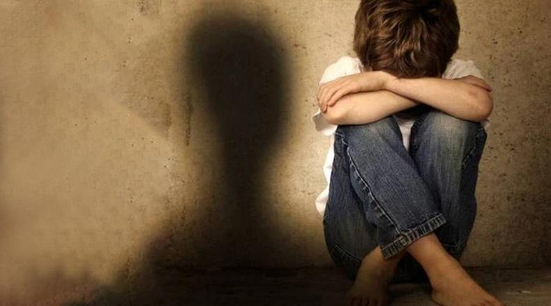Σοκάρει ο 18χρονος από τη Θεσσαλονίκη: «Ο θείος μου με βίαζε όταν έλειπαν ο παππούς και η γιαγιά»