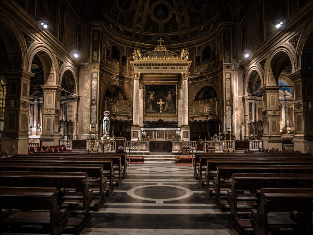 Σοκ στη Γαλλία: 3.000 παιδεραστές ιερείς της Καθολικής Εκκλησίας από το 1950 μέχρι σήμερα
