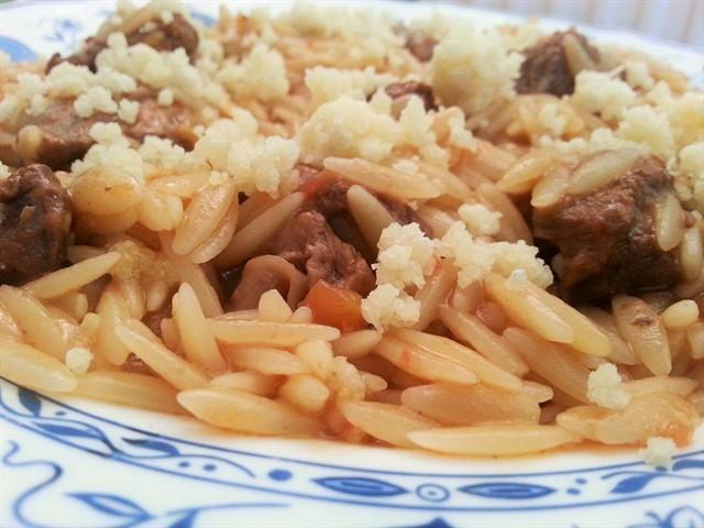 Γιουβέτσι με μοσχάρι και μείγμα Κρητικών τυριών στην κατσαρόλα από την Εύα Παρακεντάκη